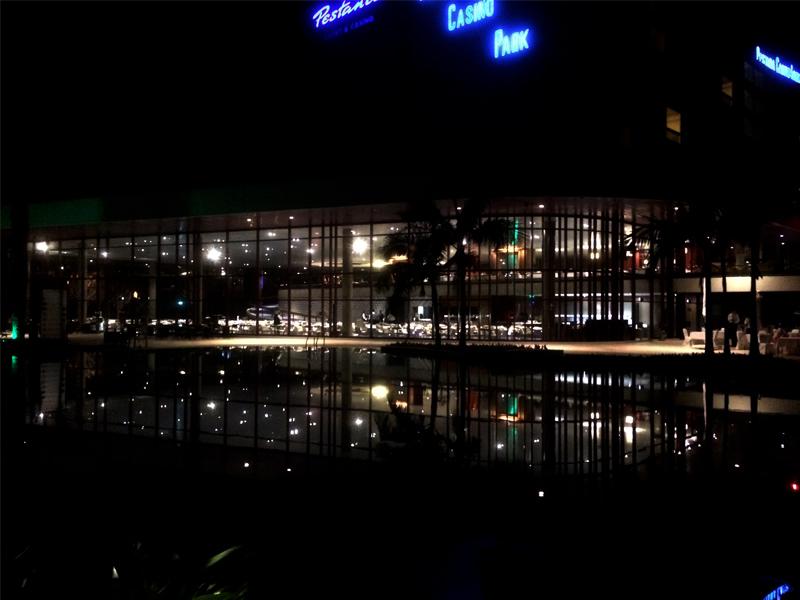 Nachts noch schöner: Die gelungen Architektur